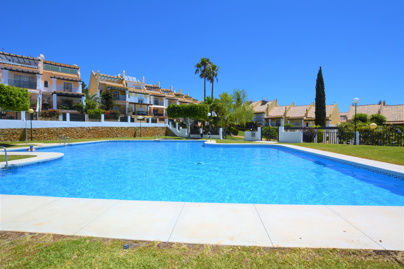 Adosada en venta en Marbella – R3439018