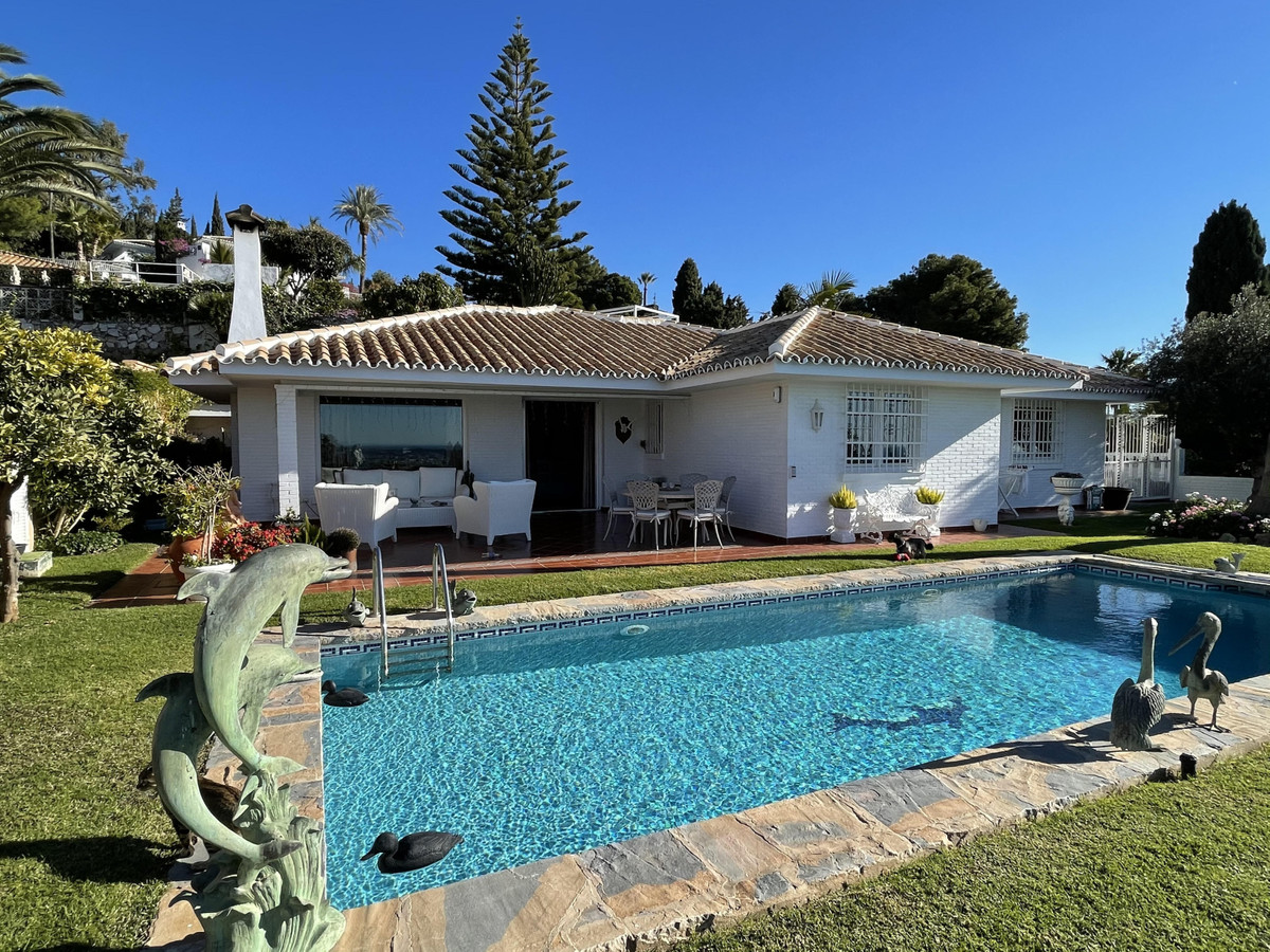 """Lovely one floor villa in well established and sought after """"La Capellania"""" close to shopp,Spain"""