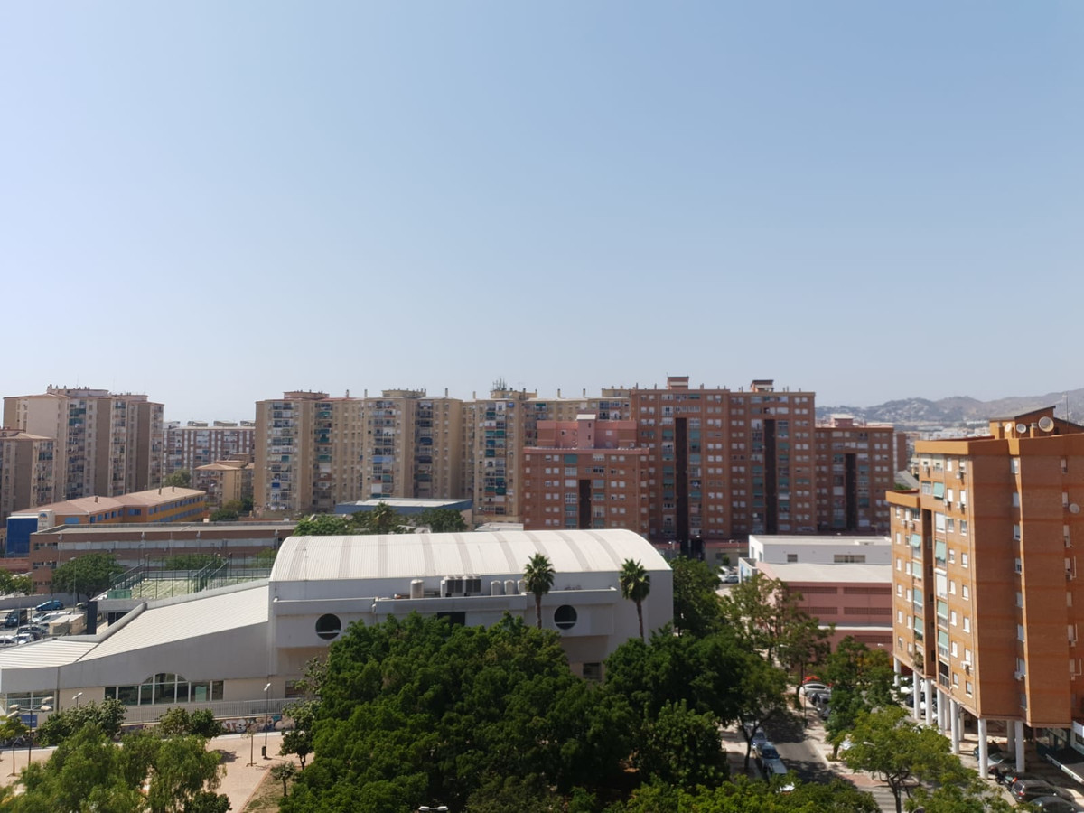 "Centric apartment and in a very good location in the neighborhood ""El Torcal"" with 4 bedro, Spain"