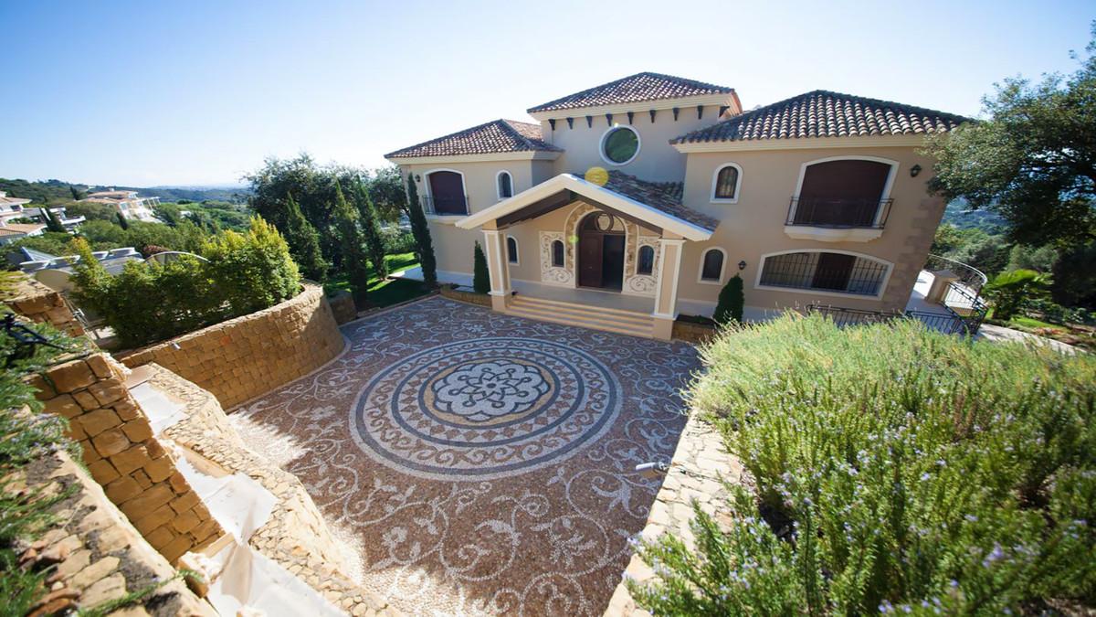 Villa - Altos De Los Monteros