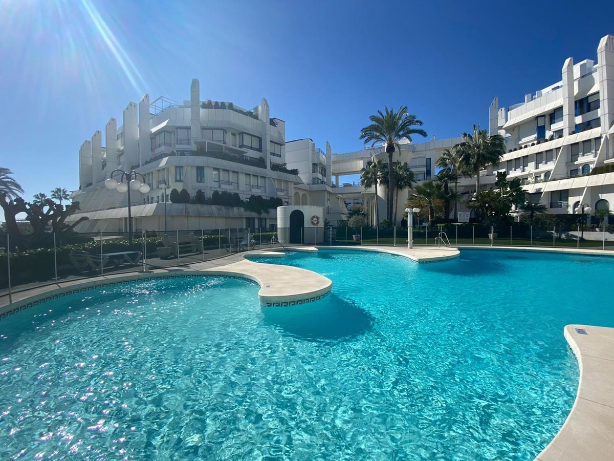 Middle Floor Apartment, Marbella, Costa del Sol. 2 Bedrooms, 2 Bathrooms, Built 106 m², Terrace 20 m,Spain