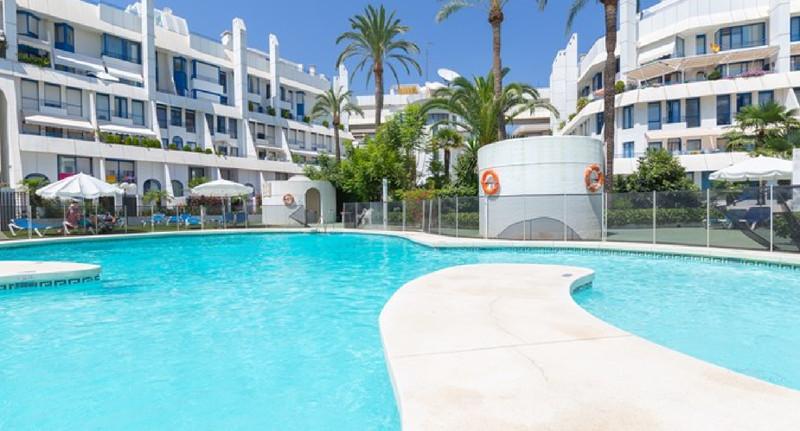 Marbella Banus Apartamento Planta Media en venta en Marbella – R3501304