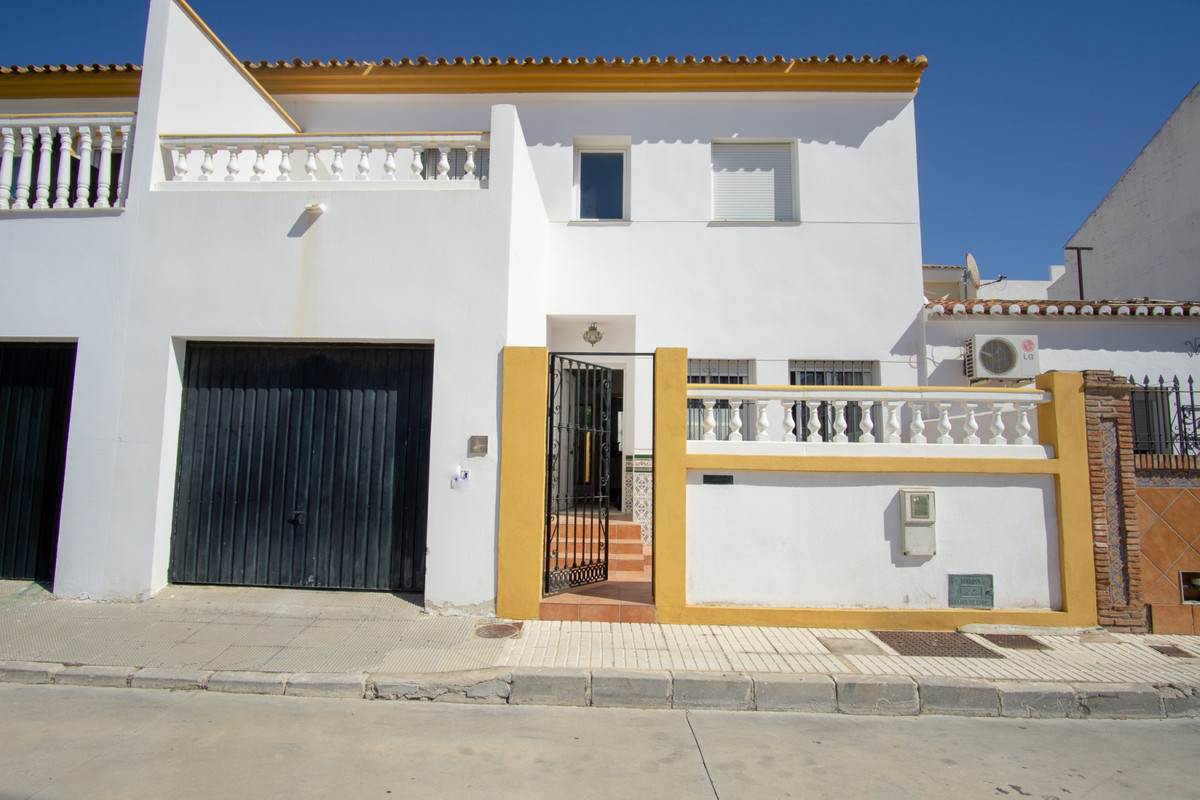This spacious townhouse is located right in the centre of Fuengirola and within walking distance of ,Spain