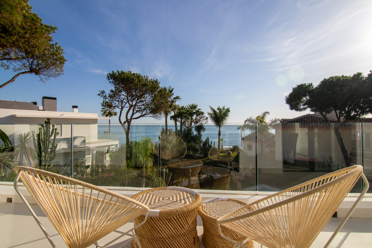 Completely reformed villa located on the second line of the beach in Calahonda, Mijas. Located withi,Spain