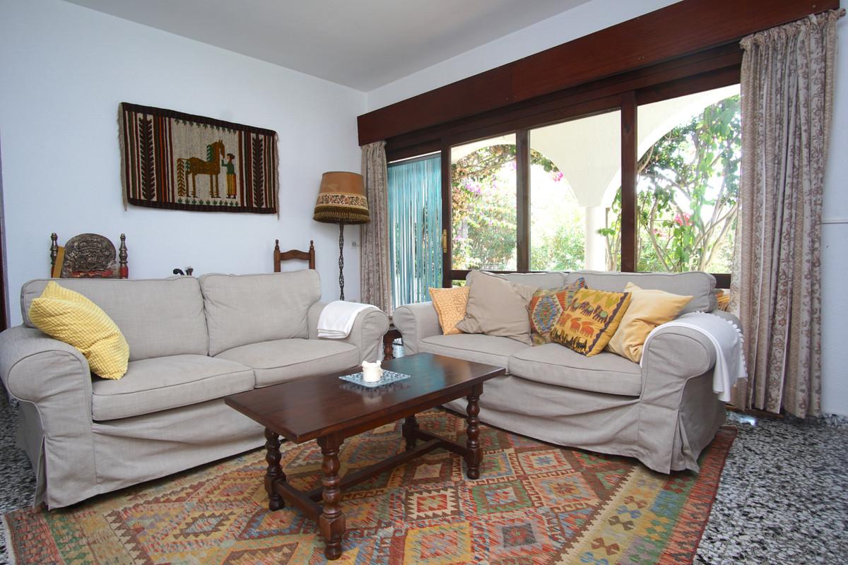 Villa en Venta en Marbesa – R3524893