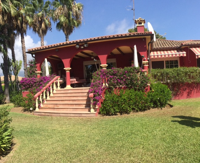 Villa for Sale in San Pedro de Alcántara, Costa del Sol