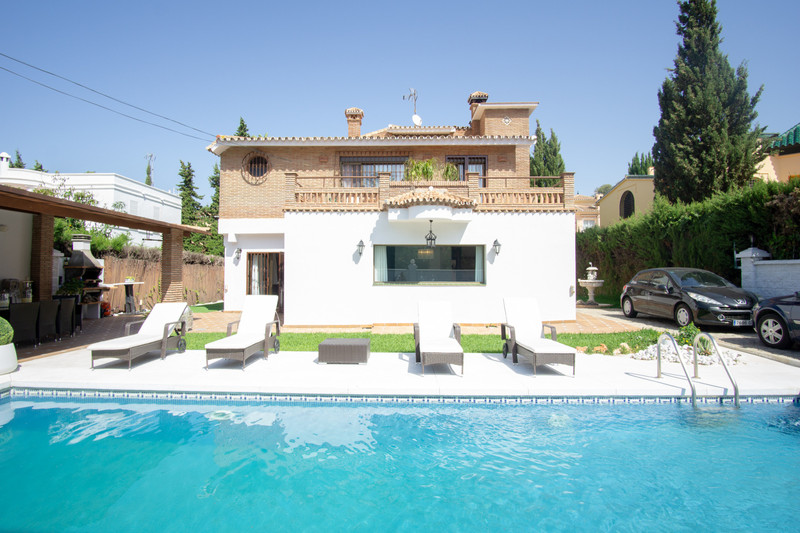 Detached Villa Artola