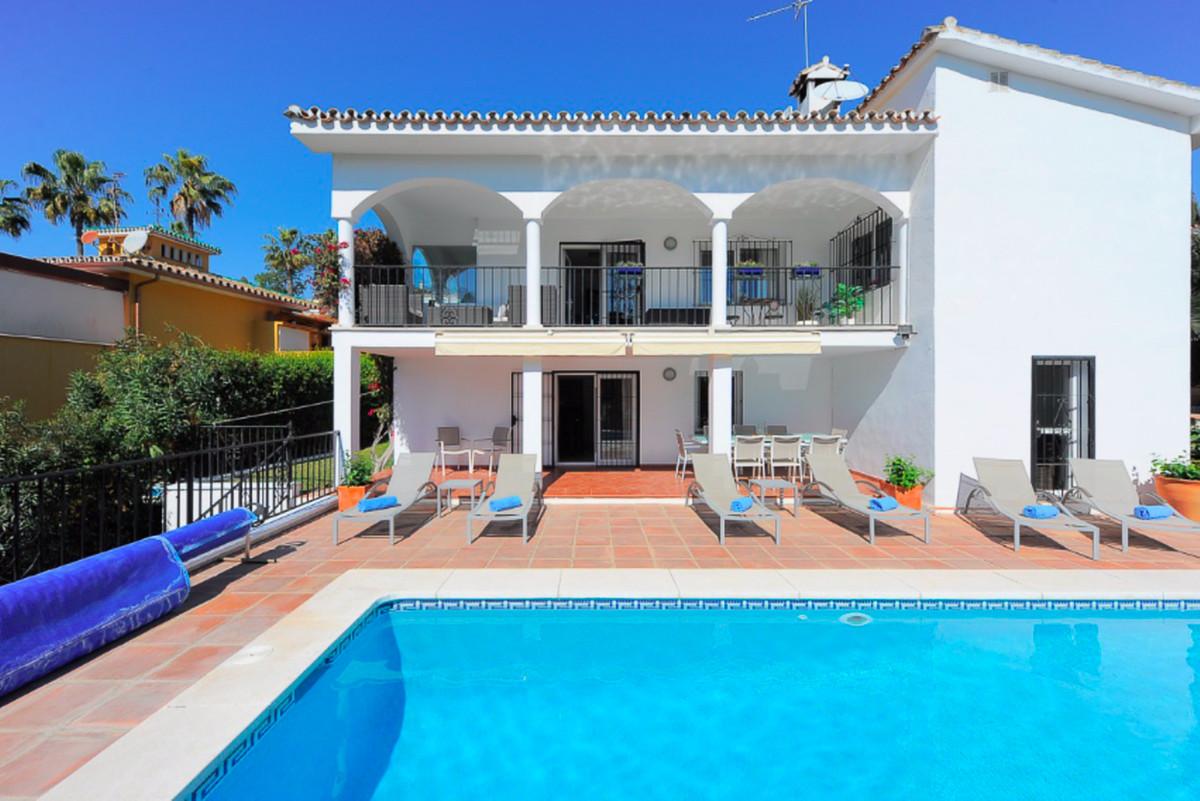 Marbella Banus Villa – Chalet en Venta en Carib Playa – R3413770