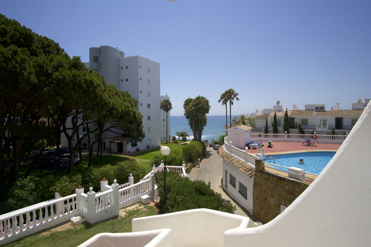 Beautiful wel presented corner apartment on the second line of the beach, located in a privileged lo,Spain