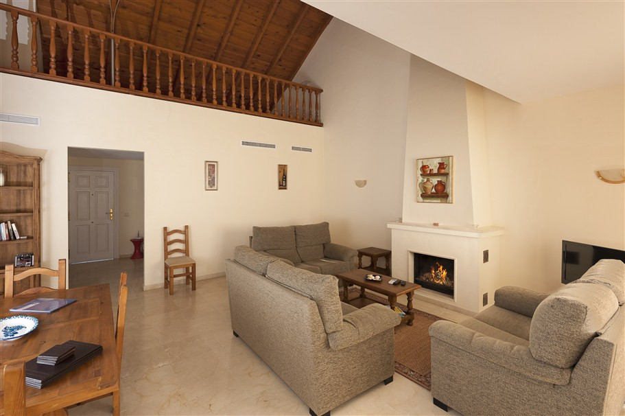 Originally listed for 295.000 €, and recently reduced to 275.000 €, this well-appointed apartment is, Spain