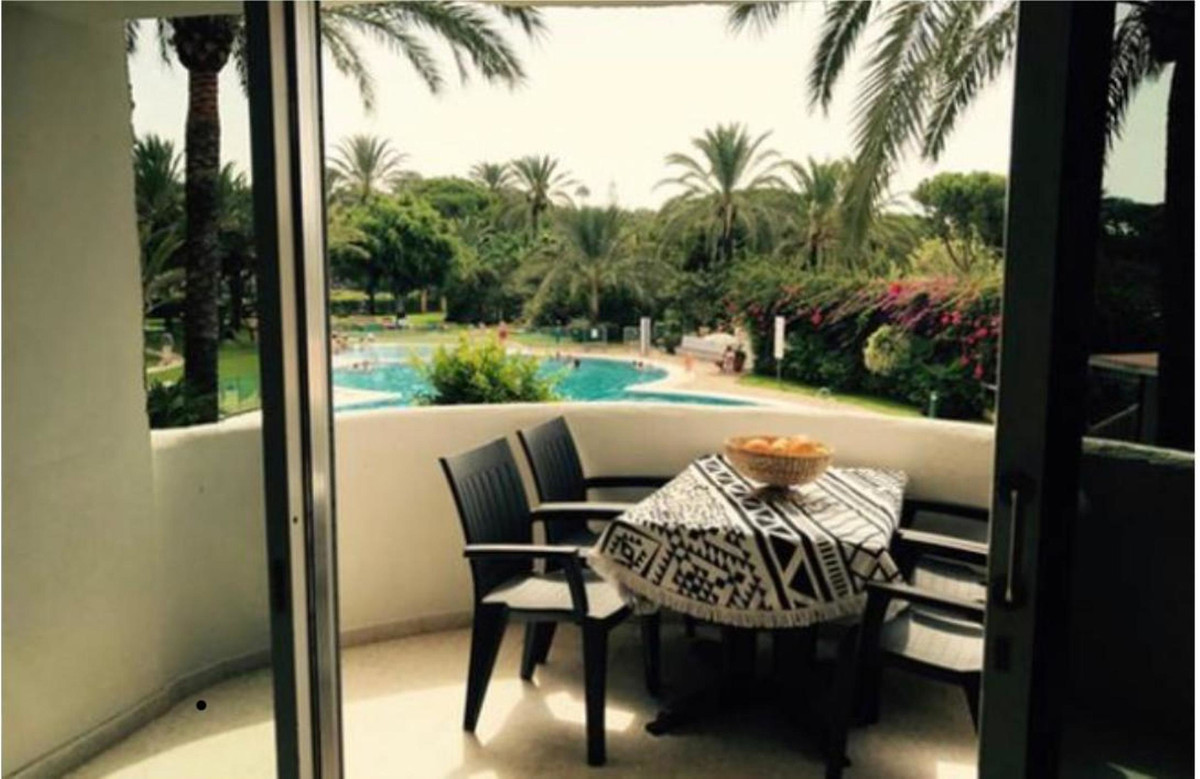 Lovely bright and sunny studio in Marbella. Located in the very nice beachside urbanisation of Marbe,Spain