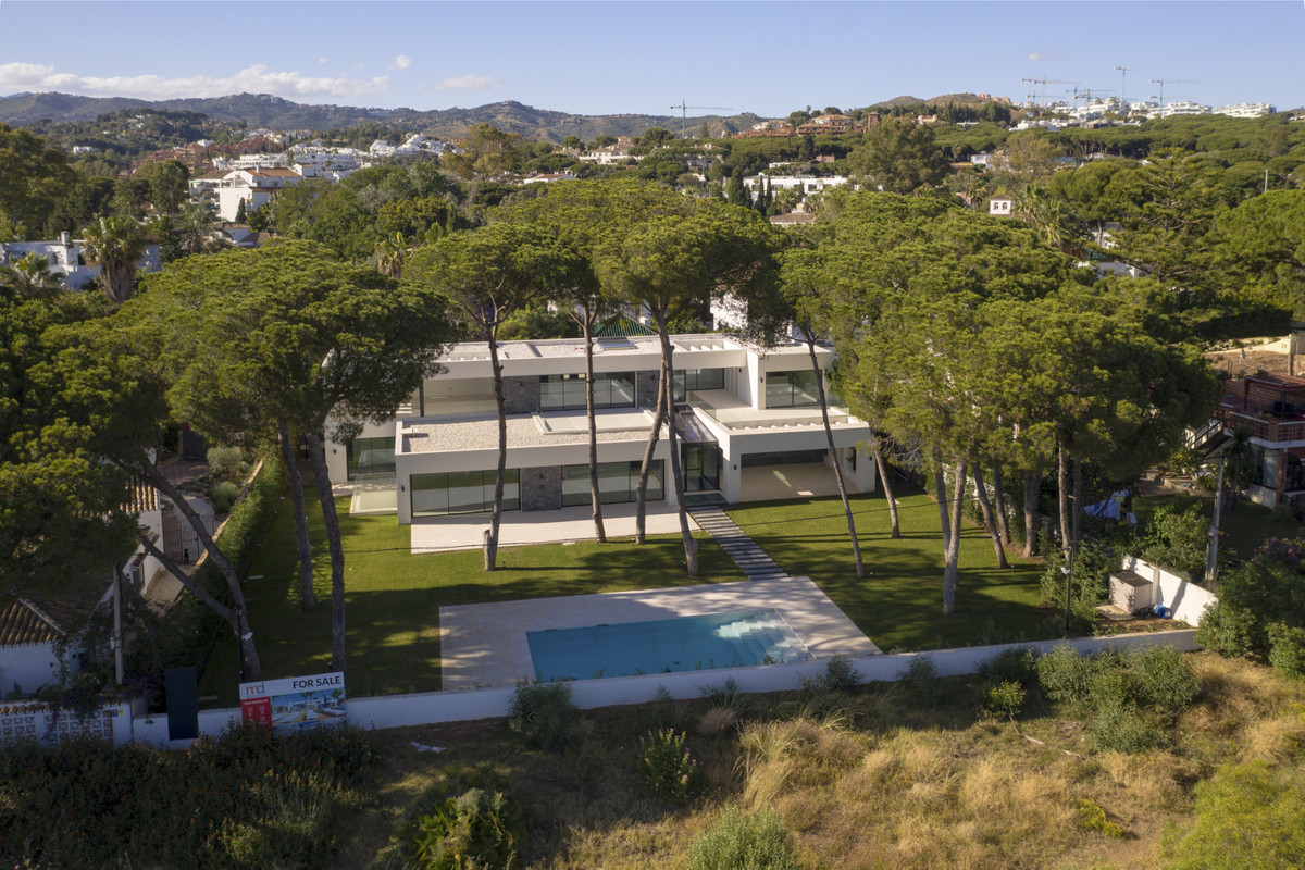 Luxury modern frontline dunes villa for sale in Artola Baja, Cabopino. Within walking distance from , Spain