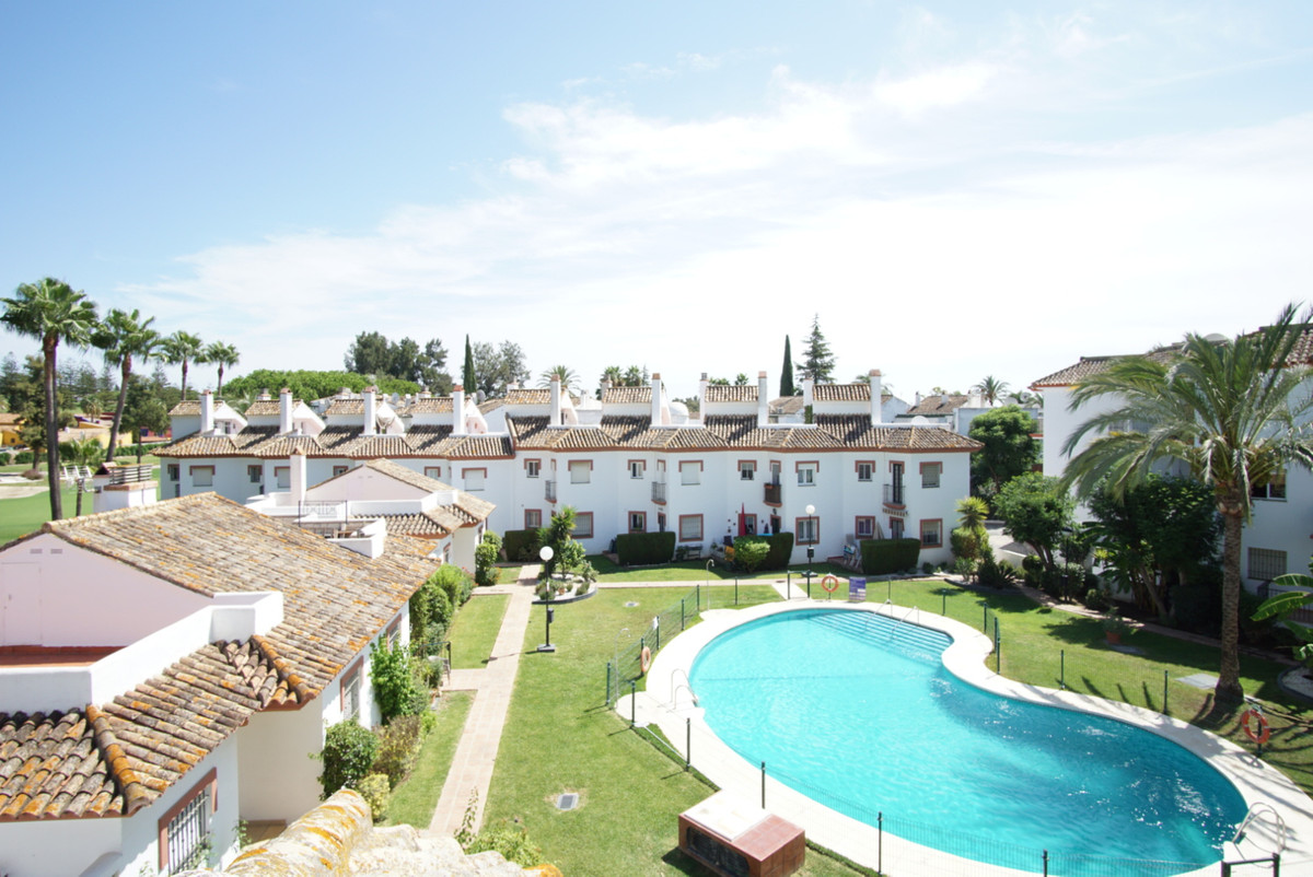 This townhouse is located in the Mijas Golf area, a short drive to the center of Fuengirola and the , Spain