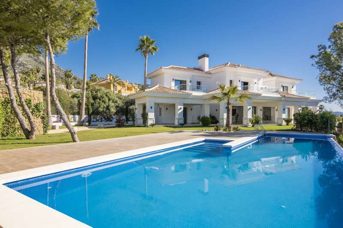 Modern and very bright villa, with panoramic views, in one of the most prestigious locations in sout,Spain