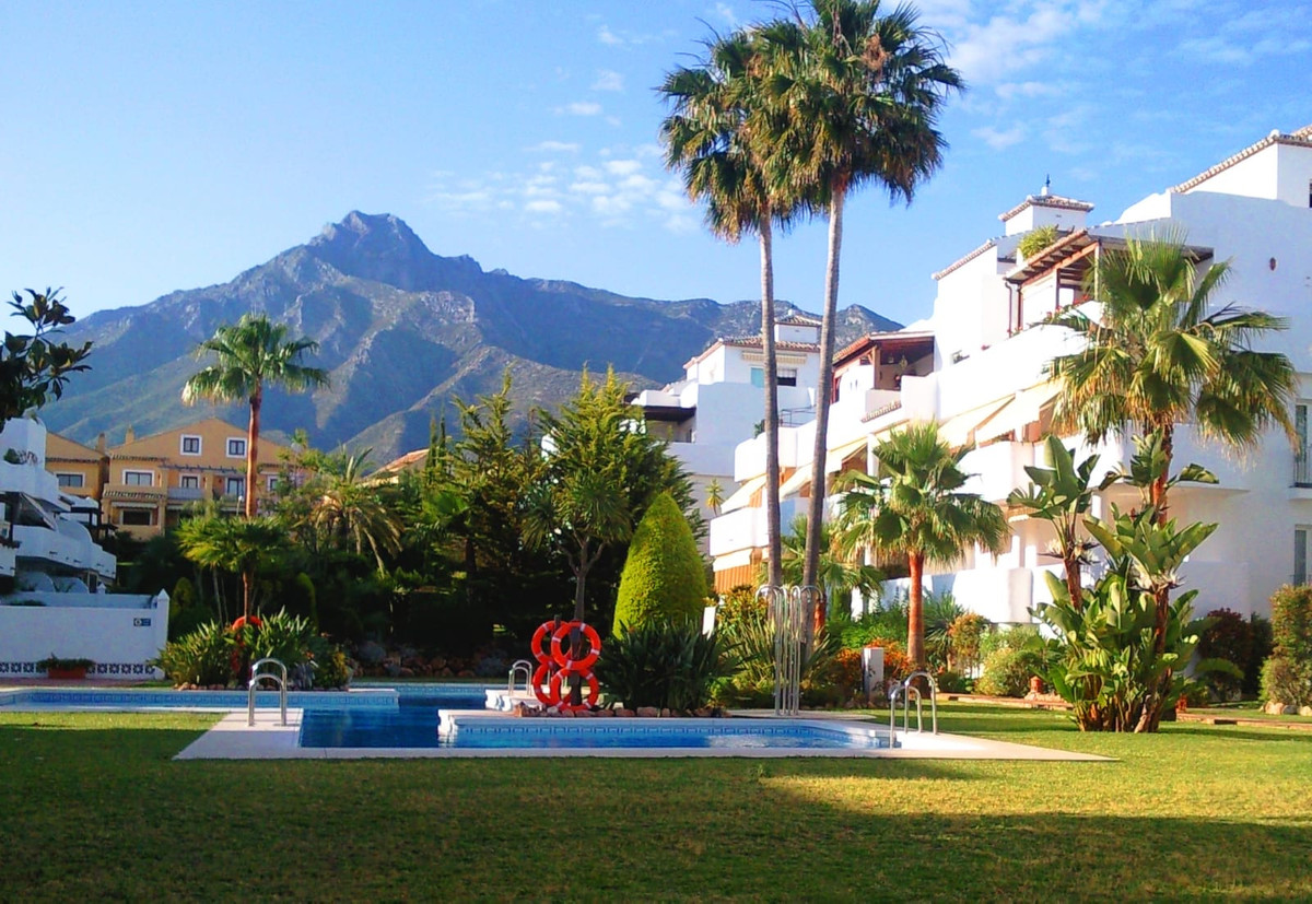 South-West facing 3 bedroom duplex penthouse set in the best position within the gated complex in Si,Spain