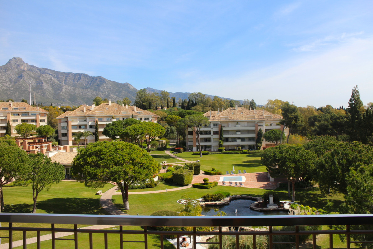 Spacious 4 bedroom duplex penthouse is located in the prestigious complex on Golden Mile with luxury,Spain