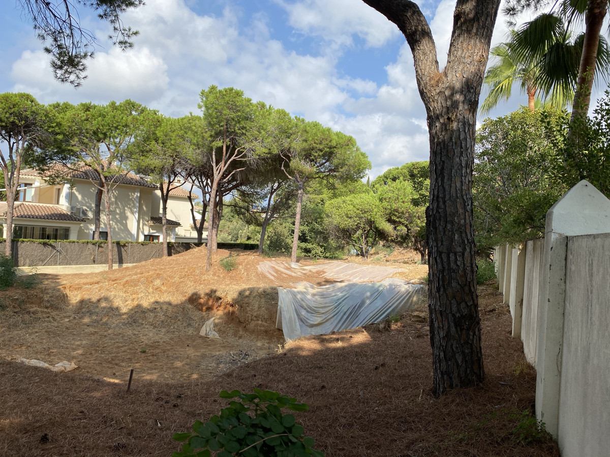 Plot to build a 390 m2 (possible increase the size of the house to 570m2) with project and construct, Spain