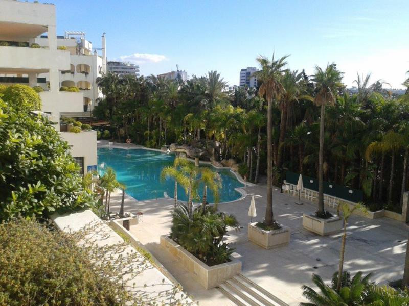 Luxury apartment in Golden Mile. It is located in a private community with pool and gardens, SPA, co, Spain
