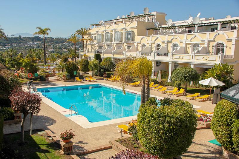 Marbella Banus Adosada, Nueva Andalucía – R3546433