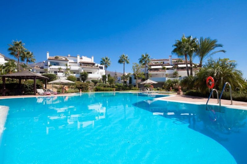 Marbella Banus Apartamento Planta Media en venta en The Golden Mile – R3401026