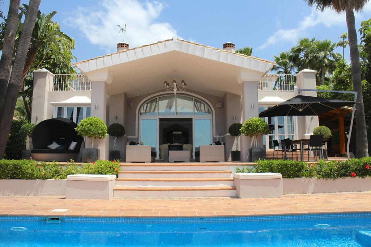 Detached Villa for sale in Sierra Blanca R2939663