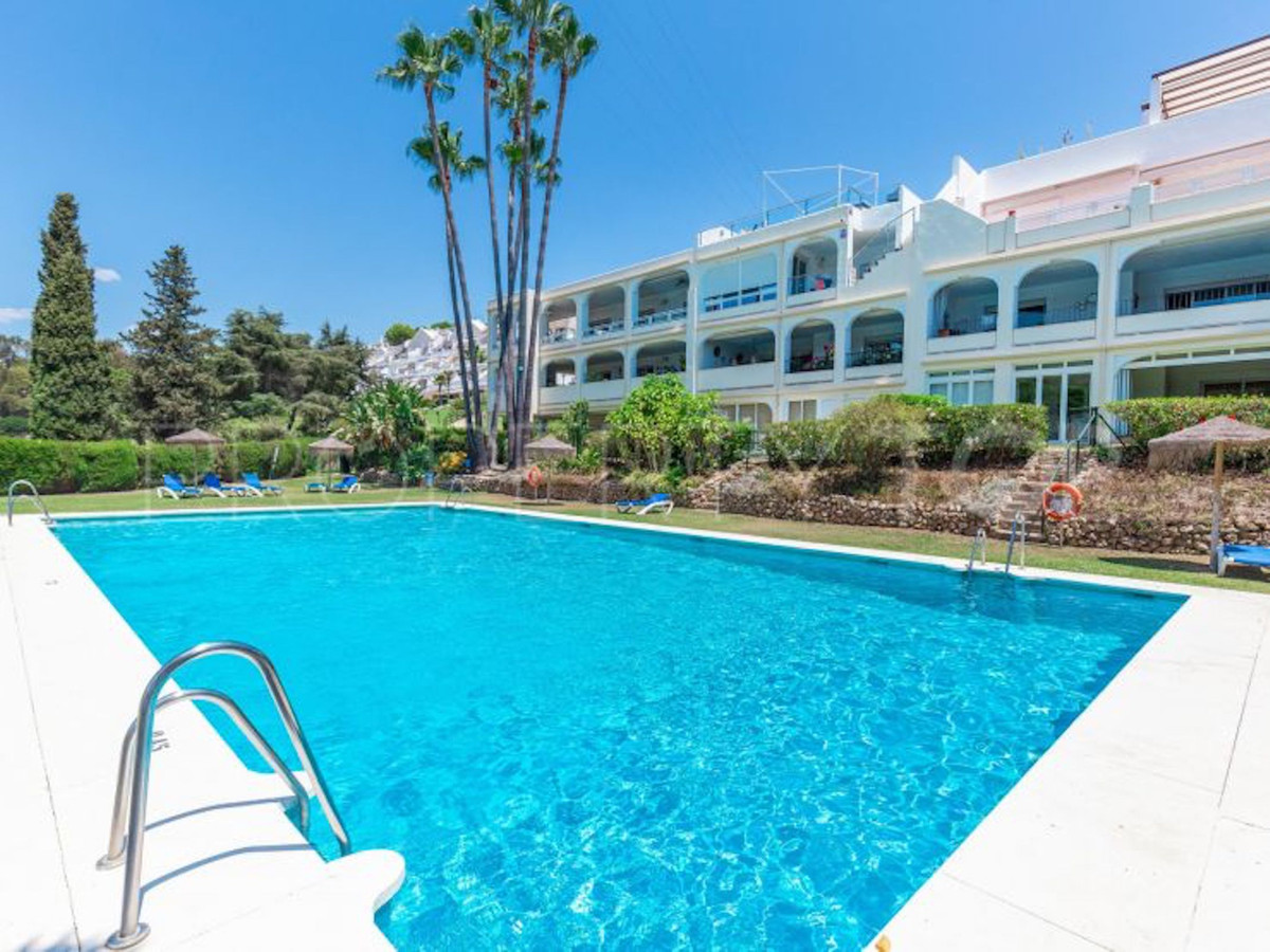 EXCELLENT PENTHOUSE IN LA QUINTA This penthouse is located in the southern edge of La Quinta, border,Spain