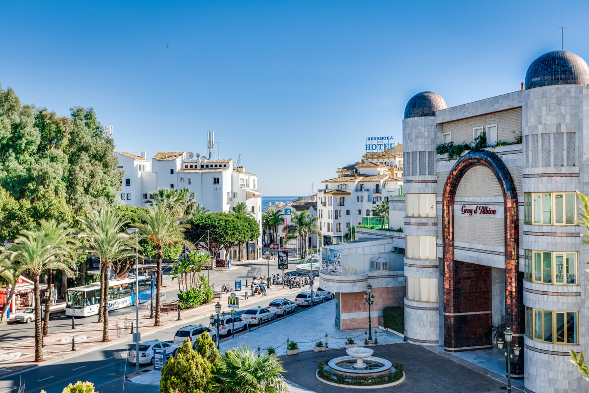 Elegant apartment with 3 bedrooms and 3 bathrooms, located in Puerto Banus in one of the best exclus,Spain