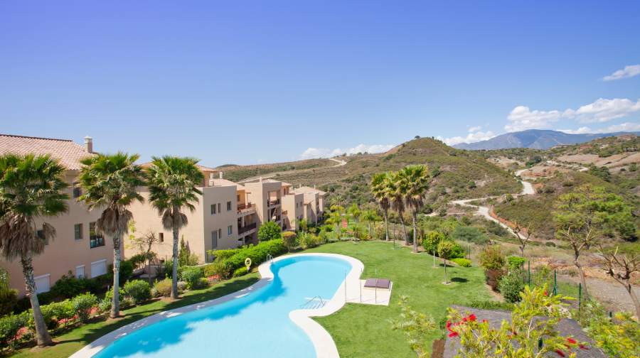 Bright apartment for sale in Resina Golf with area total of 180m2 and consists of 2 bedrooms and 2 b, Spain