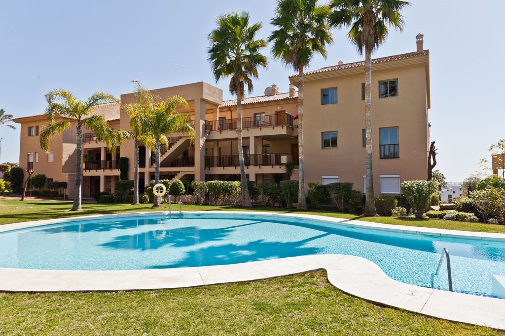 Bright apartment in Resina Golf and consists of 2 bedrooms and 2 bathrooms, fully equipped kitchen, ,Spain