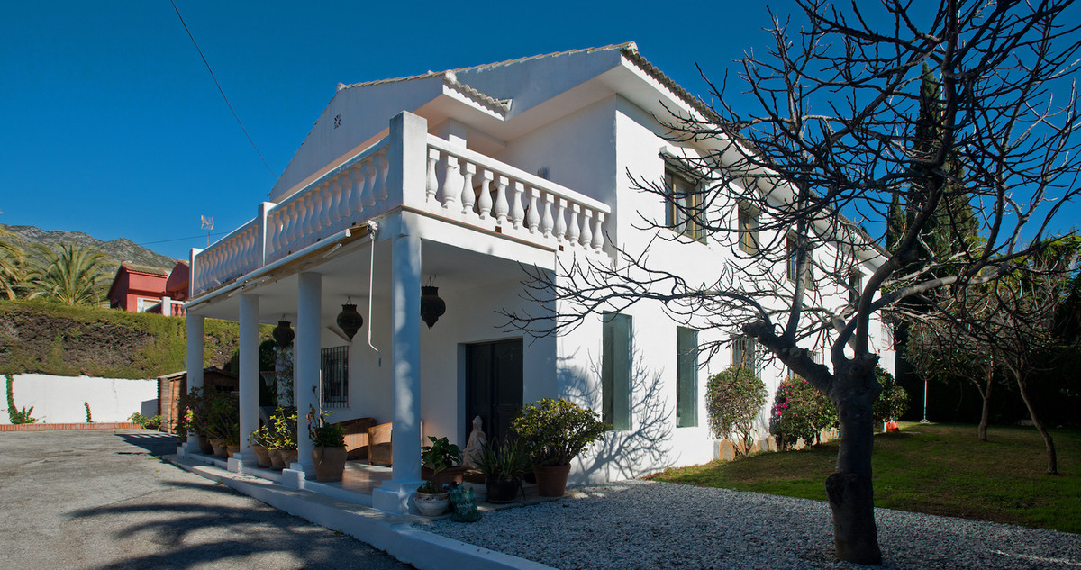 A traditional family home with huge potential in the highly sought area of Rocio de Nagueles. In clo,Spain