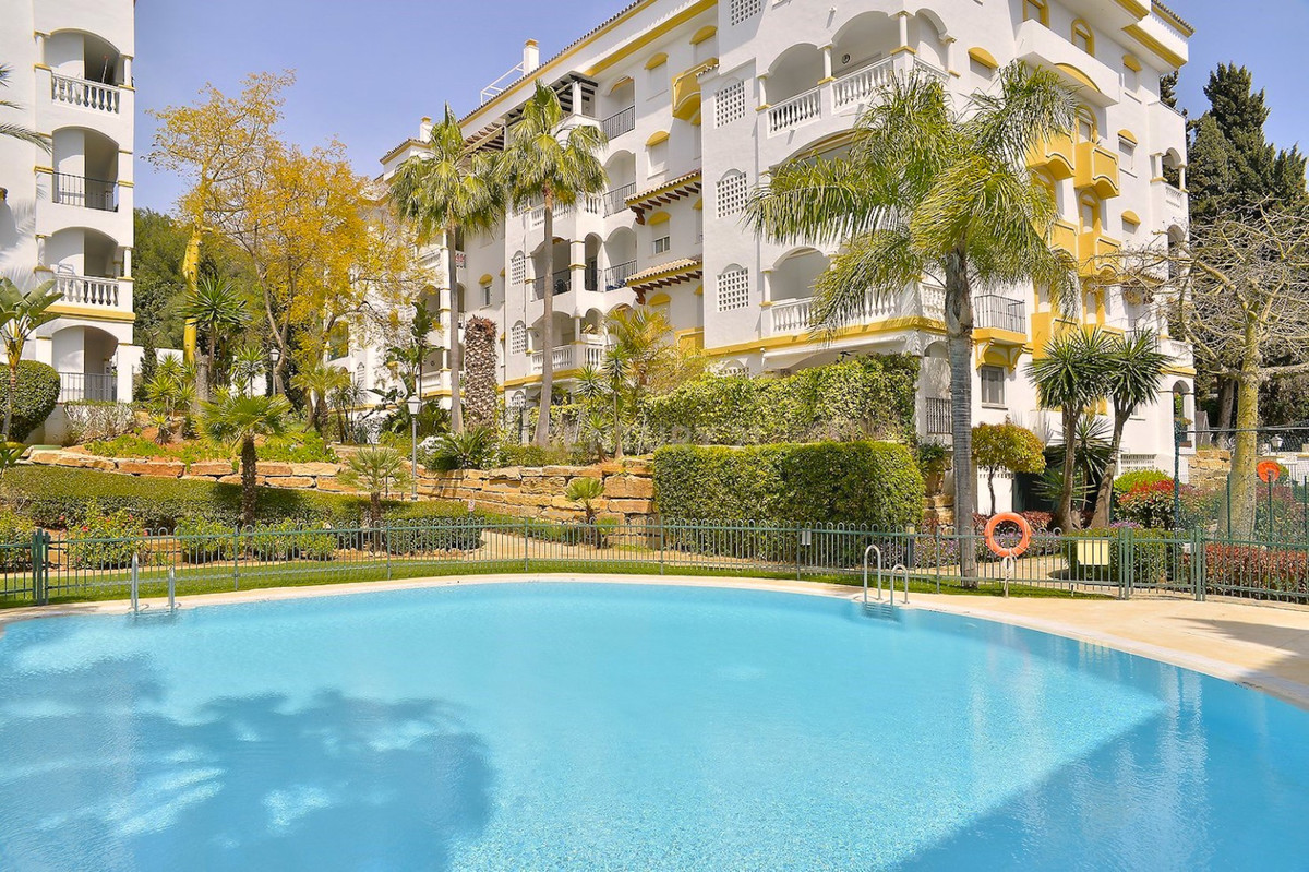 Middle Floor Apartment in Marbella R3414721