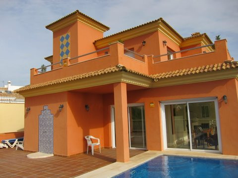 Detached house in Cortijo de Torrequebrada, Benalmadena Costa. With a plot of 410 m2 and a total are, Spain