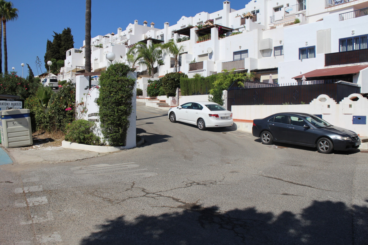Semi-detached house, with a total area of 160m2 and distributed on 3 bedrooms, 3 bathrooms, fully eq,Spain