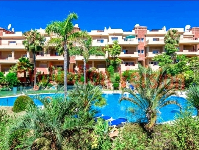 Spacious middle floor apartment, with a total area of 128m2 and includes 2 bedrooms, 3 bathrooms, la, Spain