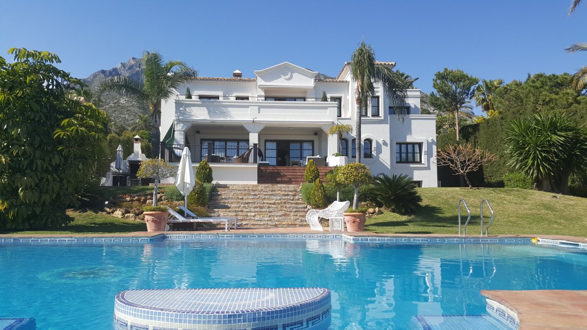 Exceptional luxury 9 bedroom villa including the main villa and a guest house.  Located in the most ,Spain