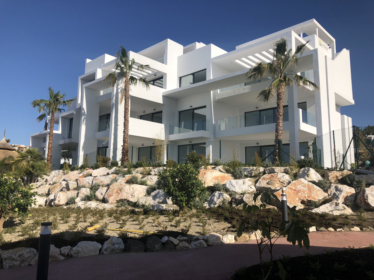Modern newly built middle floor apartment  with a total area of ??152m2 and consists of 2 bedrooms, ,Spain