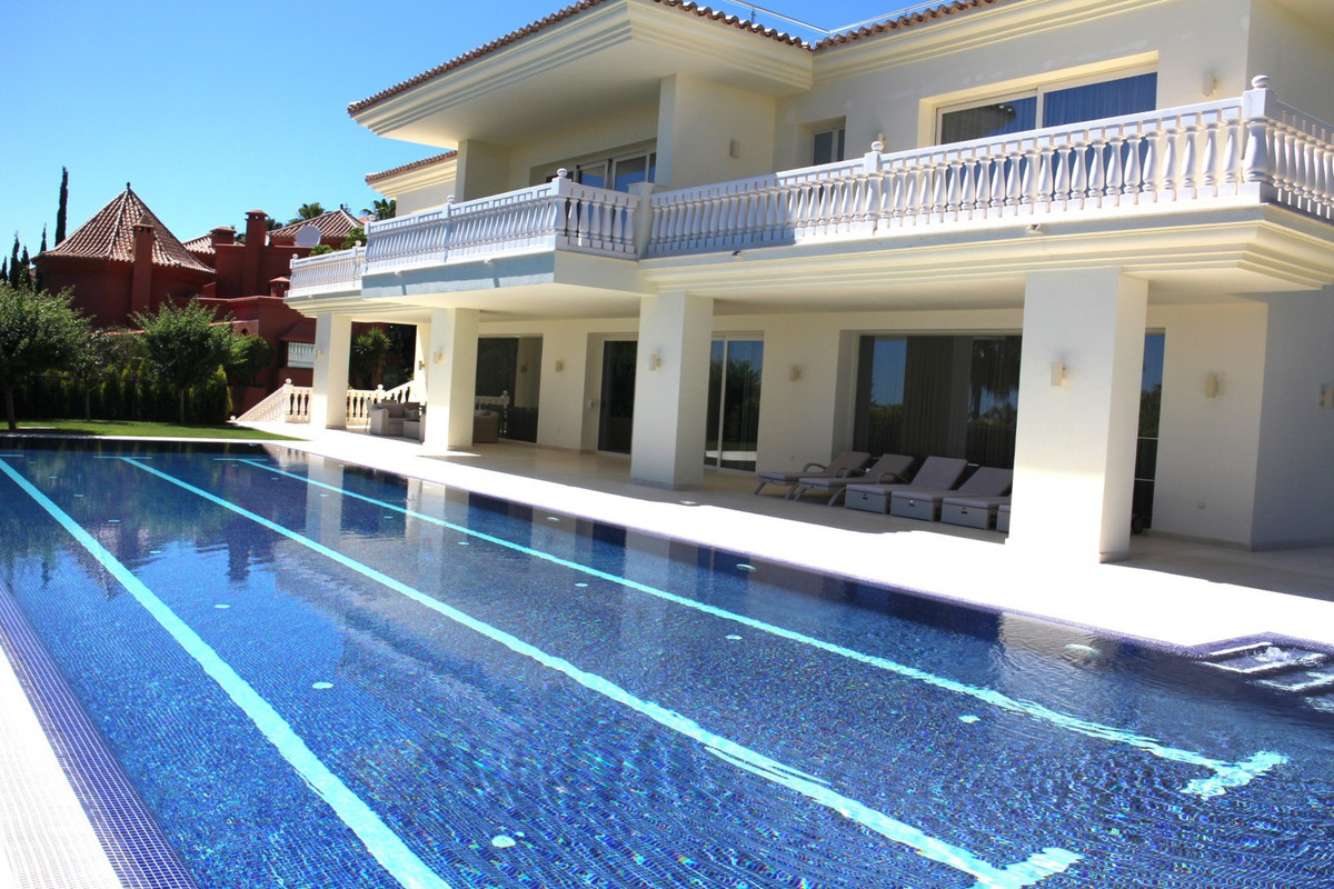 Stunning Modern villa is situated in the exclusive gated community of Sierra Blanca. Built over 4 le,Spain