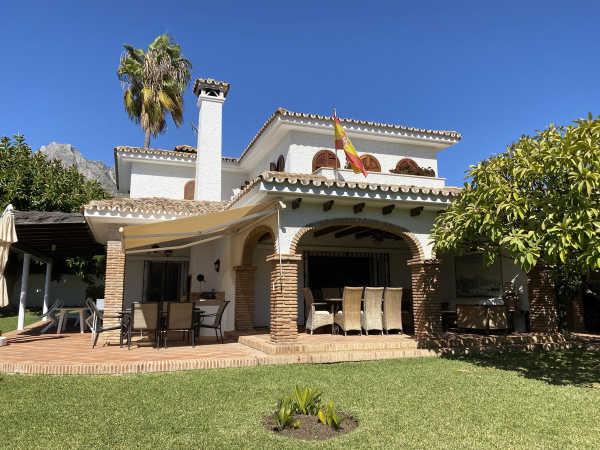 Beautiful villa with views of the mountains and sea is equipped with the latest tecnology. On the fi,Spain