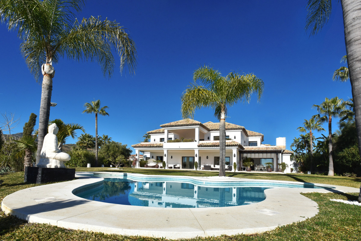 Stunning villa with spectacular panoramic views over the golf course, the Mediterranean Sea and moun, Spain