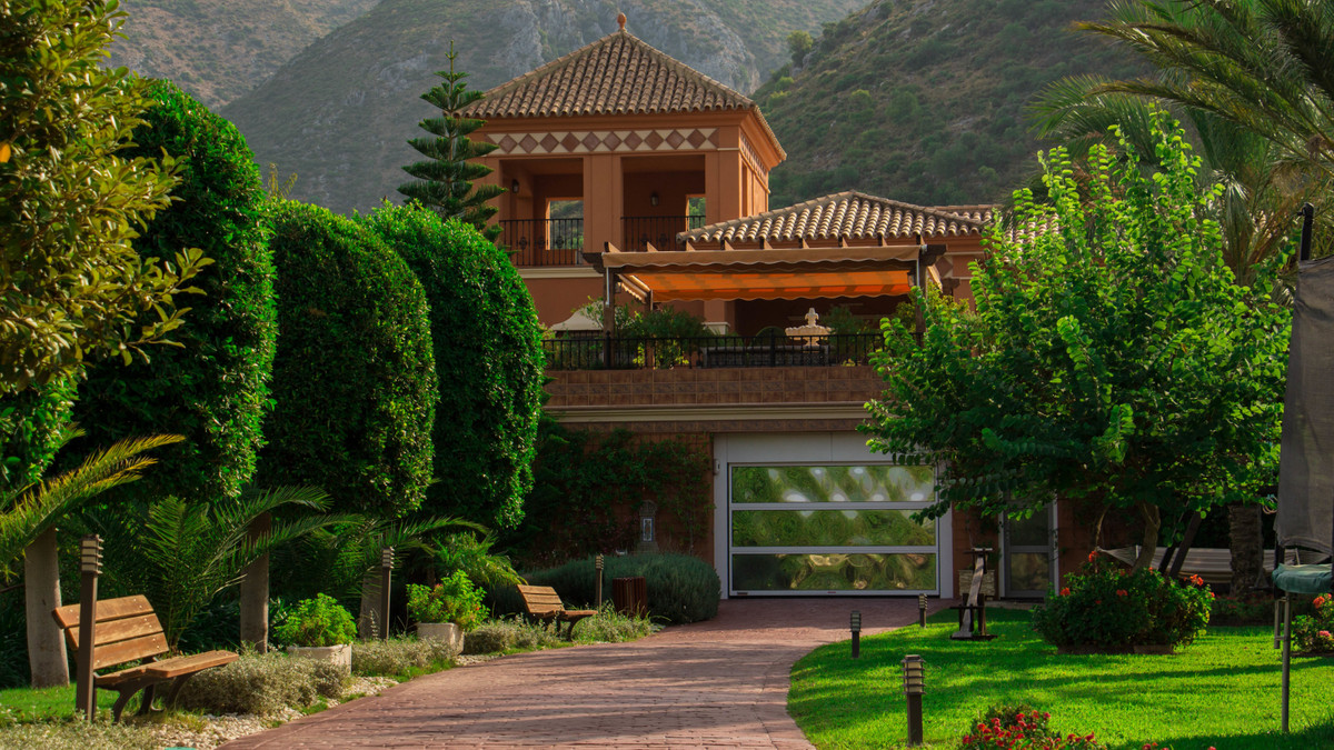 Luxurious manor in the Andalusian style set on a plot of 12,000 meters, located in the protected are,Spain
