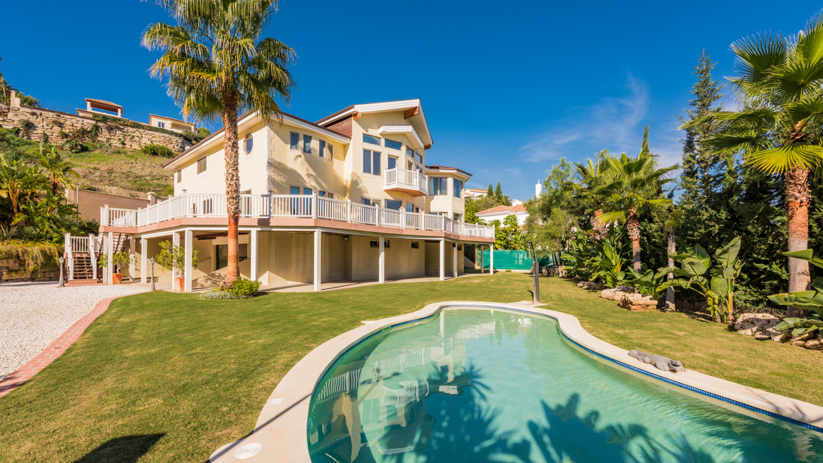 Stunning villa with spectacular panoramic views over the golf course, the Mediterranean Sea, mountai,Spain
