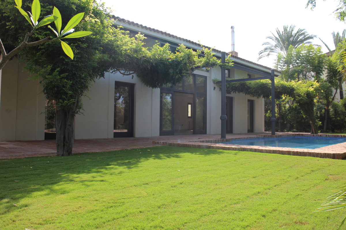 Detached Villa for sale in Guadalmina Baja R3266296