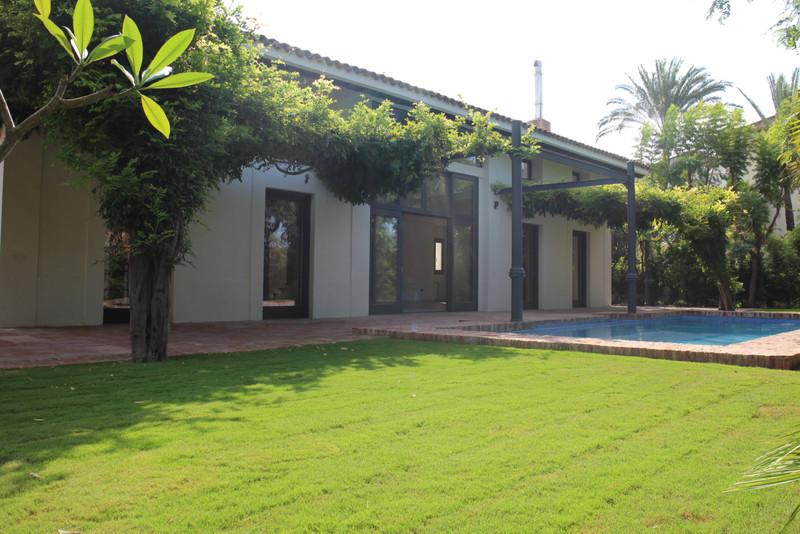 Villa – Chalet en venta en Guadalmina Baja – R3266296