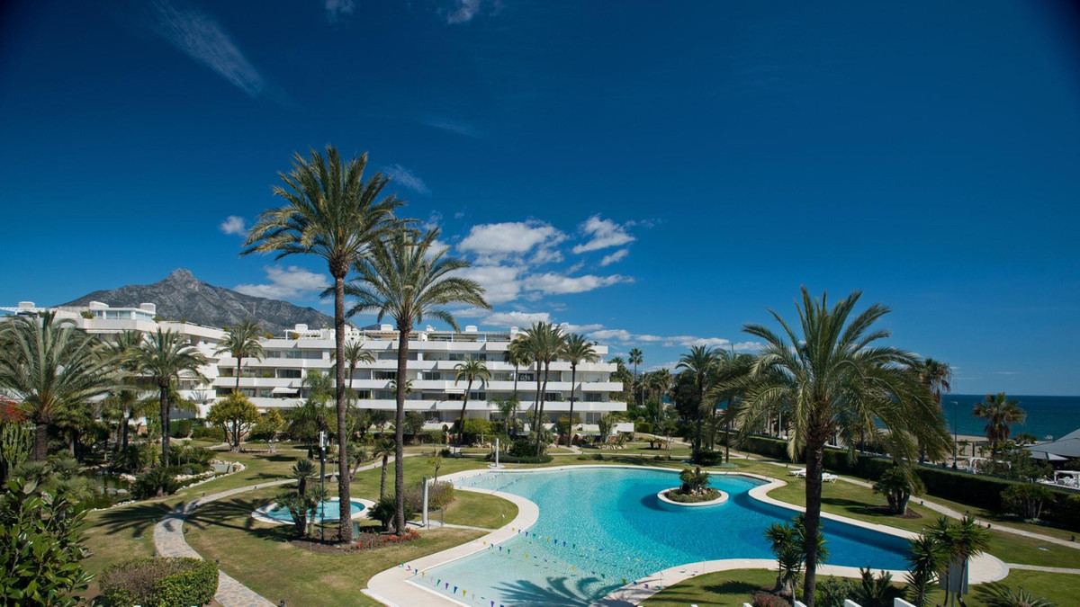 Luxury ground floor apartment with the total area of 198 m2 and includes 3 bedrooms, 3 bathrooms en-,Spain