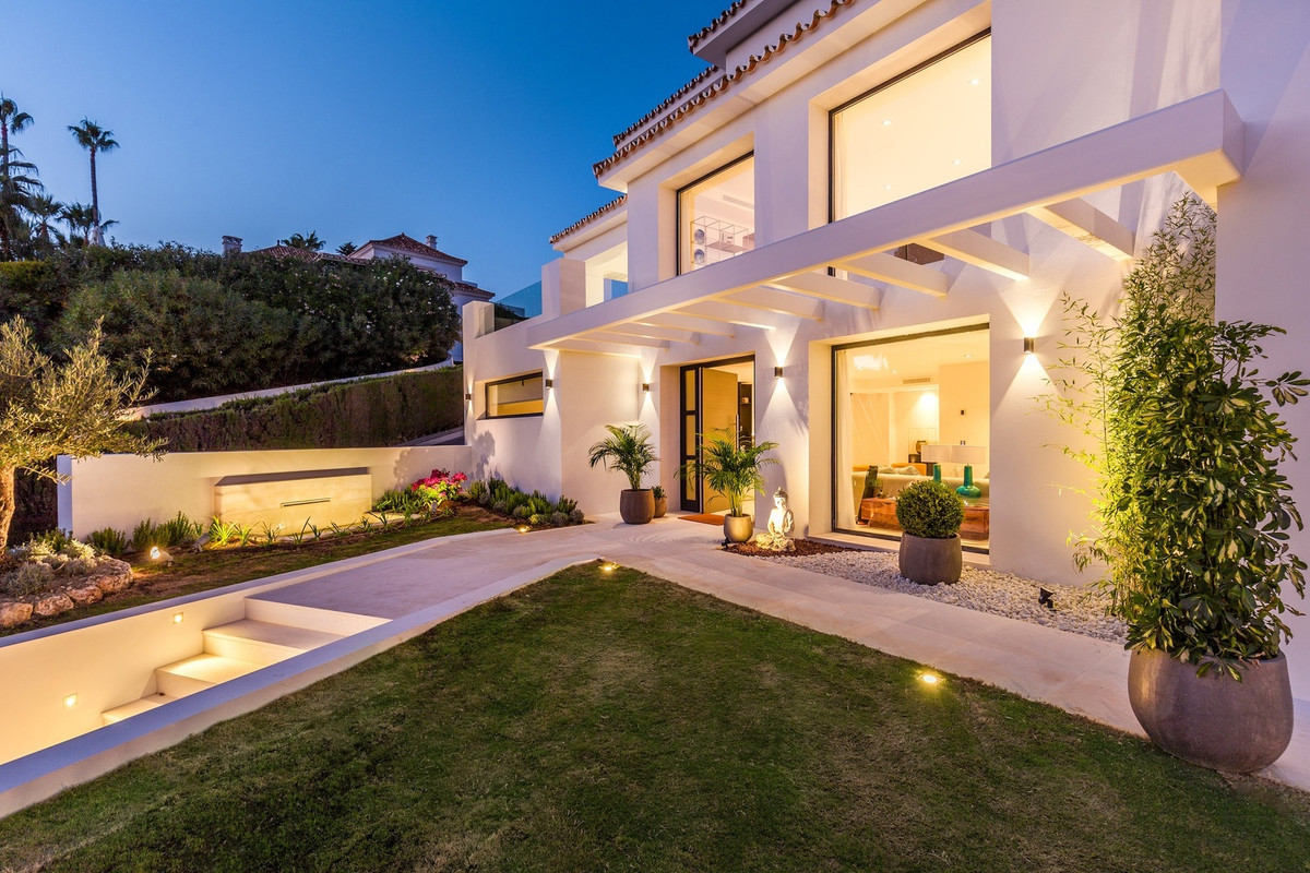 Completely reformed 5 bedroom villa for sale in Los Naranjos Golf. Located in the heart of the Golf , Spain