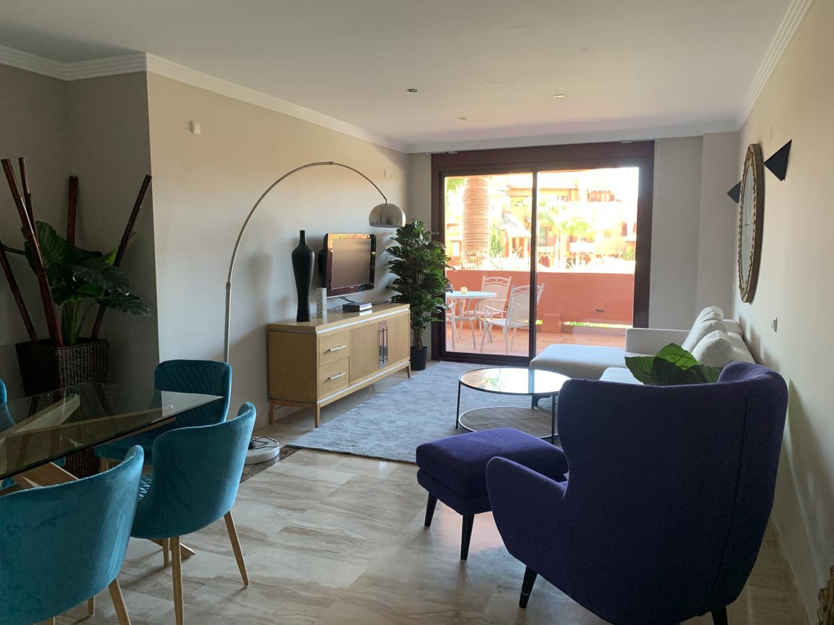 Apartamento Planta Media en Venta en New Golden Mile – R2817290
