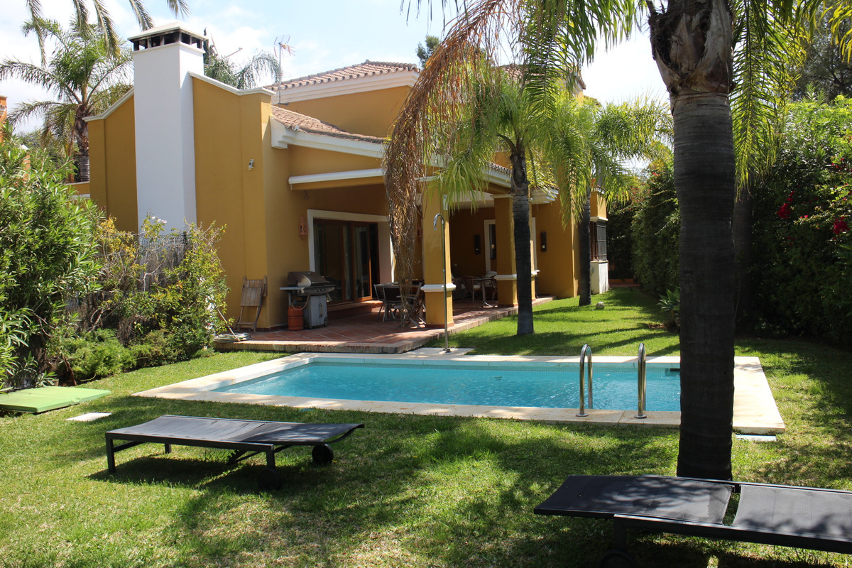 Villa is distributed over two floors plus the basement and has a total area of ??430 m2 and a plot o,Spain