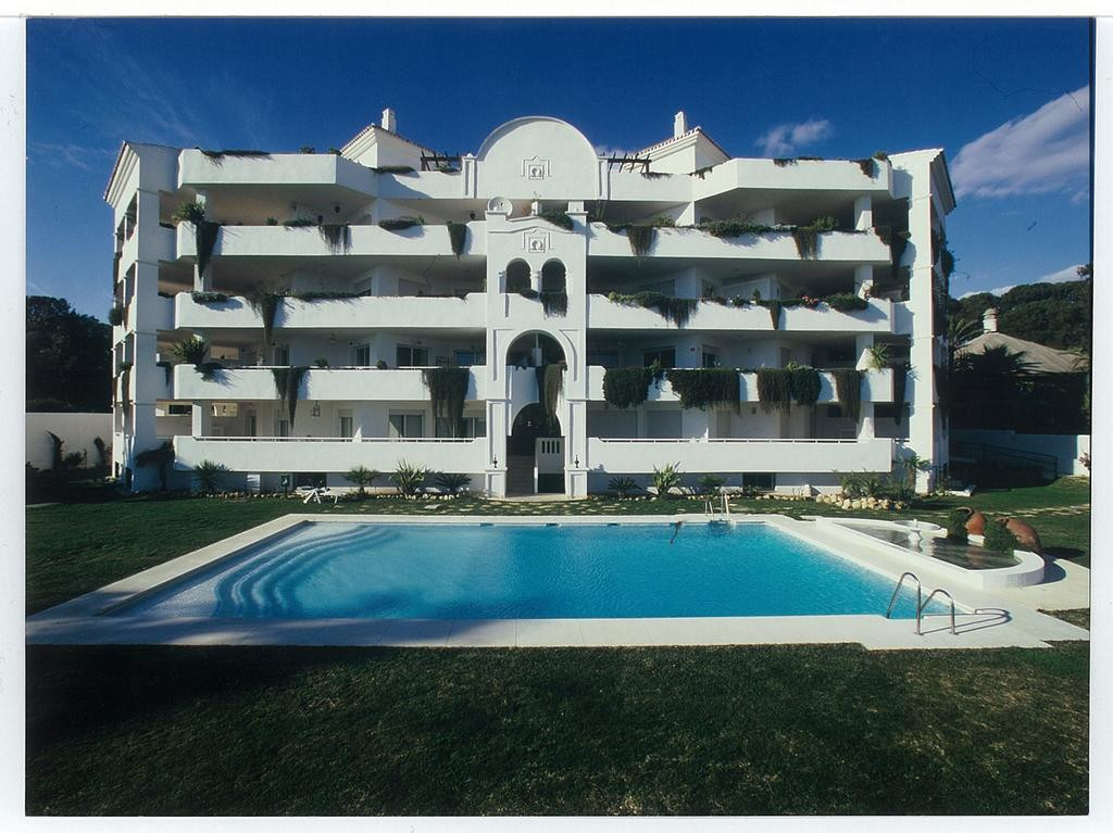Duplex penthouse on the first line of the beach with sea views and direct access to the beach. Total Spain