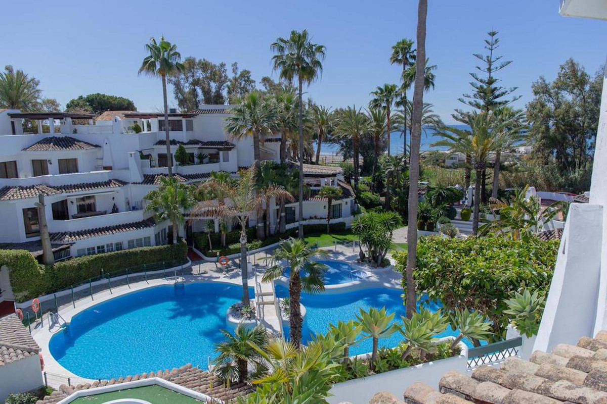 Spectacular ground floor apartment with a total area of ??160 m2 and includes 3 bedrooms, 3 bathroom,Spain
