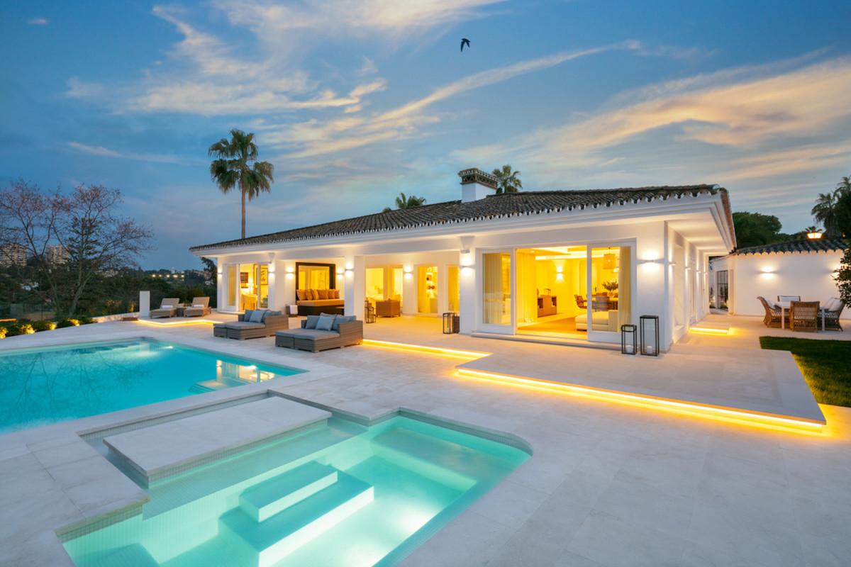 Detached Villa in Nueva Andalucía R3378007